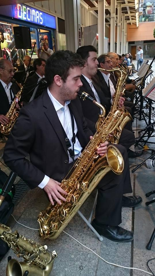 CICLE MÚSICA ALS BARRIS - Jazz-swing amb Sax Ars Band al Mas Carpa