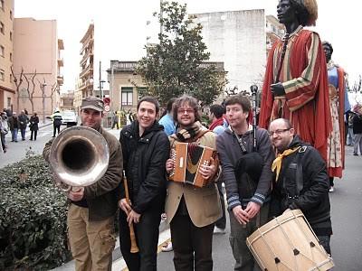 CICLE MÚSICA ALS BARRIS - Ball folk amb Faktoria Folk a l'Horts de Miró