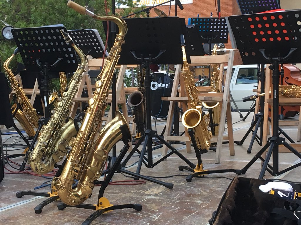 CICLE MÚSICA ALS BARRIS - Jazz-swing amb Sax Ars Band als Xalets Quintana